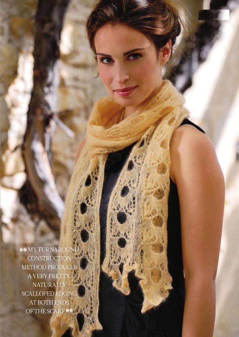 Una bufanda hecha punto se aprovecha y un patrón calado. Encanto ...