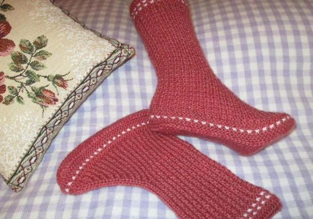 Los calcetines en dos rayos son flojos. Cómo tejer calcetines con ...
